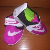 Кроссовки для девочки на липучке. Размер 20,стелька 14.5.Цвет-малиновый
