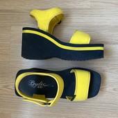 Крутые легкие босоножки в спортивном стиле