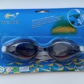 Очки для плавания с регулируемым ремешком.