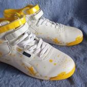Високі стильні кросівки