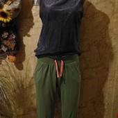 Одним лотом. Эксклюзивный хаки цвета бриджи+блузка чёрная вся с люрексом серебра стречь.l,xl,xxl.Л.м