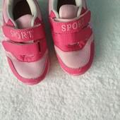 Кросівки для дівчинки р. 27 в новому стані.