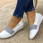 Шикарные белоснежные балетки/туфли на устойчивой танкетке.