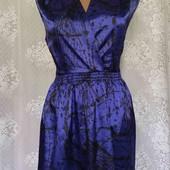 платье из шелковистой ткани