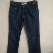 Фирменные джинсы, отличного качества.