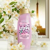 Крем-гель для душа Avon эйвон Любовь в цветении. Цветы и лепестки жасмина 500 мл