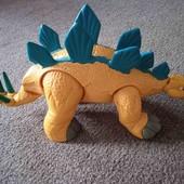 Великий динозавр. Лапки,хвіст та голова шевеляться.